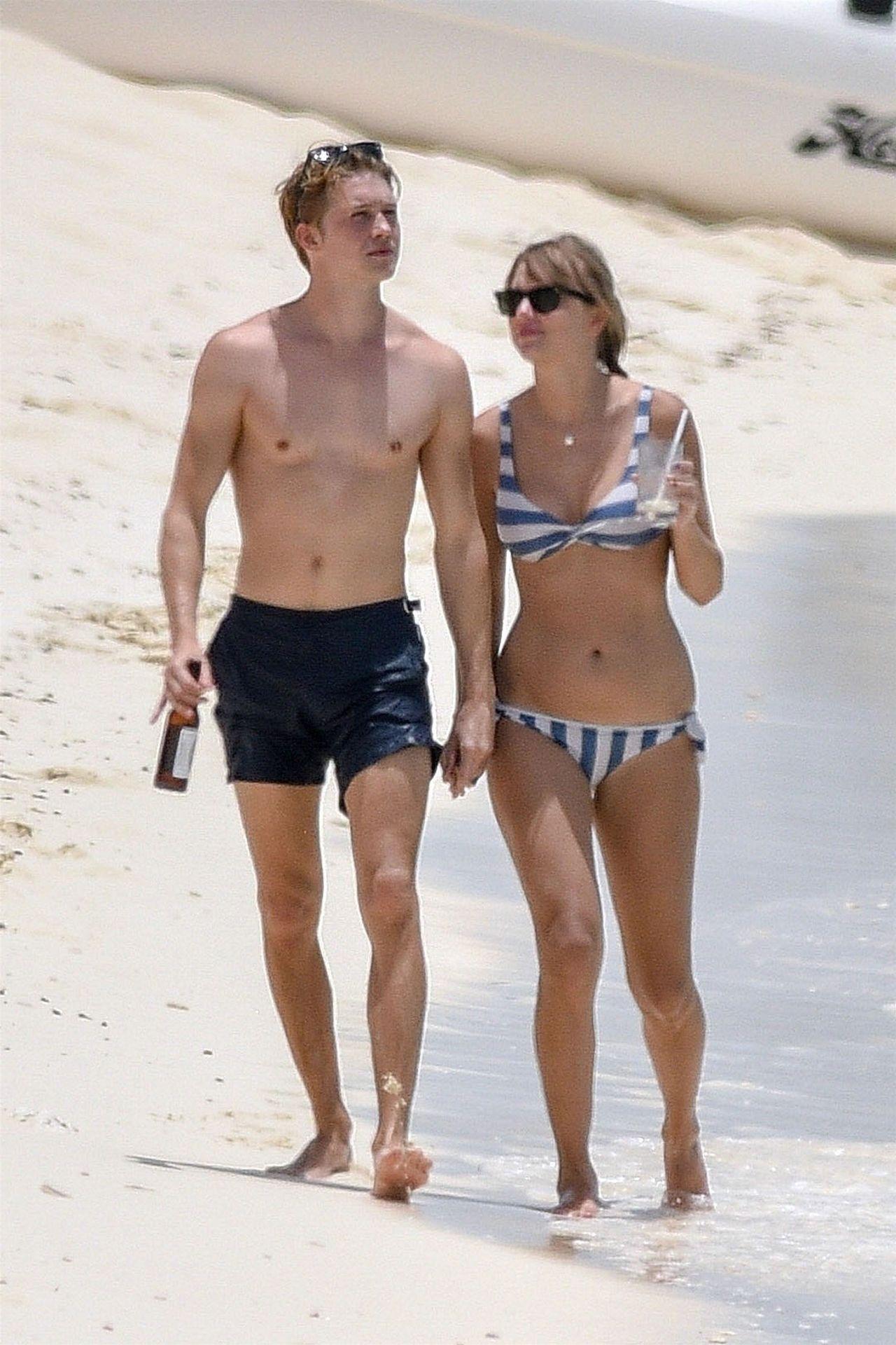 BRZUSZEK Taylor Swift na plaży – znów pojawią się plotki o CIĄŻY?