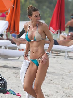 Wysportowana Andrea Burstein na plaży w Miami (FOTO)
