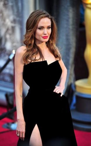 Angelina Jolie na Oskarach 2012 (FOTO)