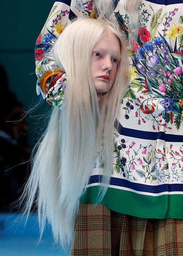 SZOKUJĄCY pokaz Gucci jesień/zima 2018 – modelki niosły swoje głowy!