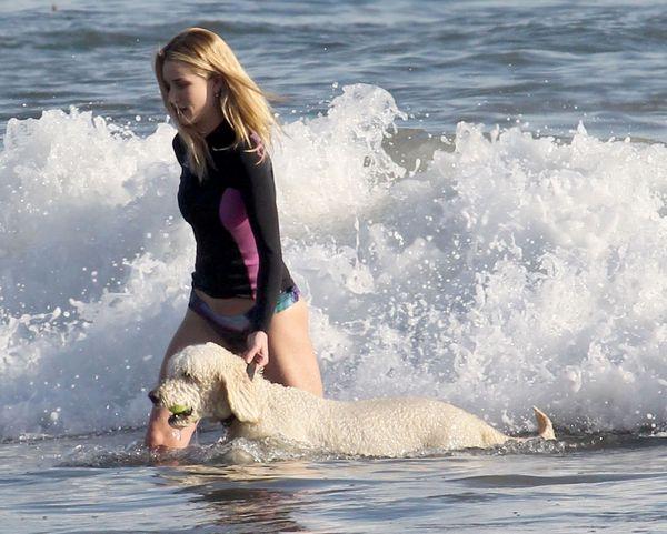 Rosie Huntington-Whiteley z psem