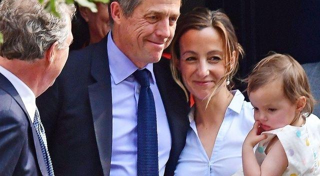 57-letni Hugh Grant ożenił się – panna młoda w nietypowej ślubnej stylizacji