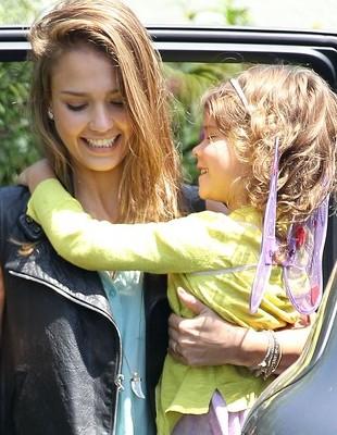 Jessica Alba z rodziną przebrali się za Iniemamocnych (FOTO)