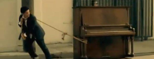 Grenade – nowy teledysk Bruno Marsa [VIDEO]