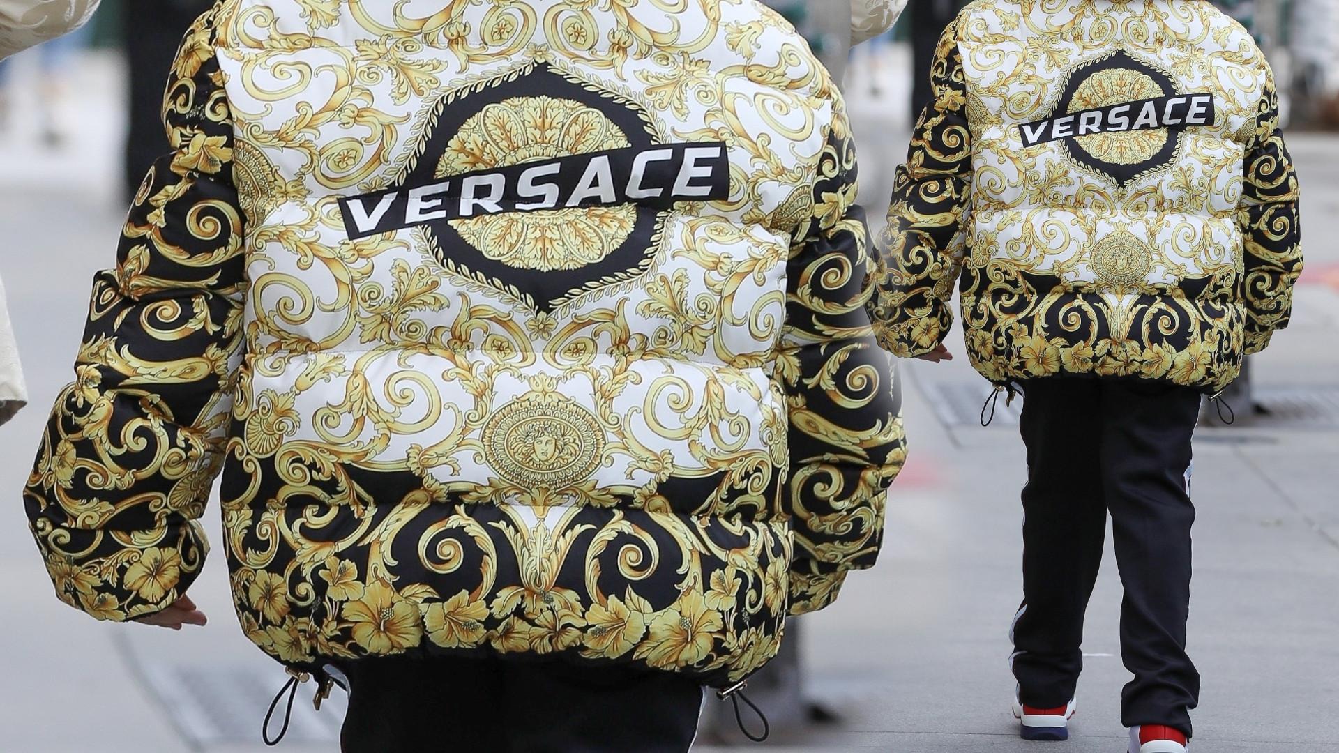 9-letni syn celebrytki w wypasionej kurtce Versace (ZDJĘCIA)