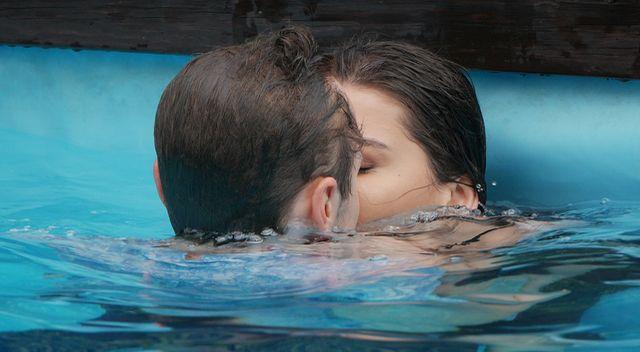 Patryk Pniewski w gorących scenach na basenie (ZDJĘCIA)