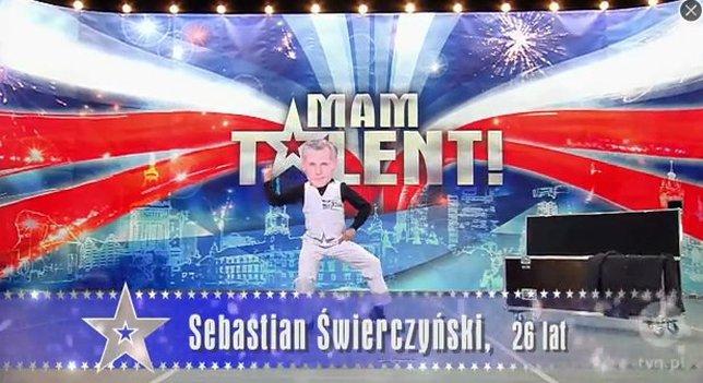 Sebastian Świerczyński parodiuje jurorów Mam talent