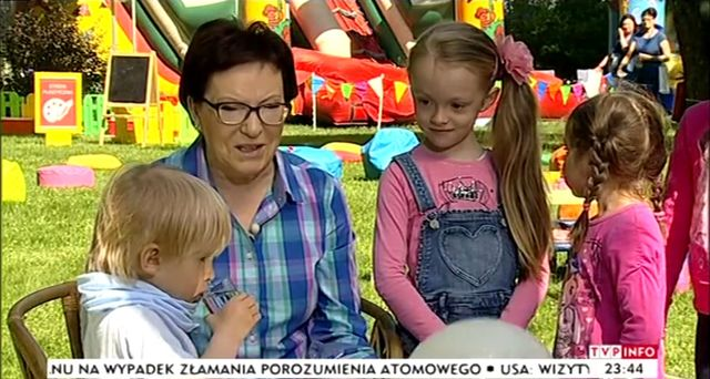 3-letni wnuczek Ewy Kopacz przerwał wywiad (VIDEO)