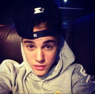 Bieber chwali się biustonoszem rzuconym na scenę (FOTO)