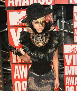 Lady GaGa niczym strach na wróble (FOTO)