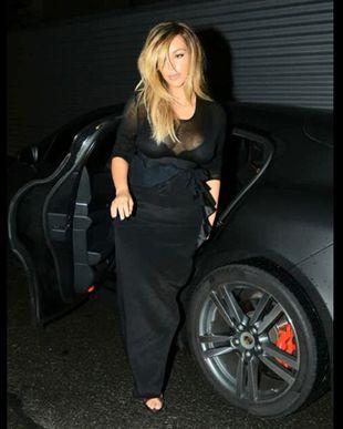 Biust Kim Kardashian wraca na salony (VIDEO)