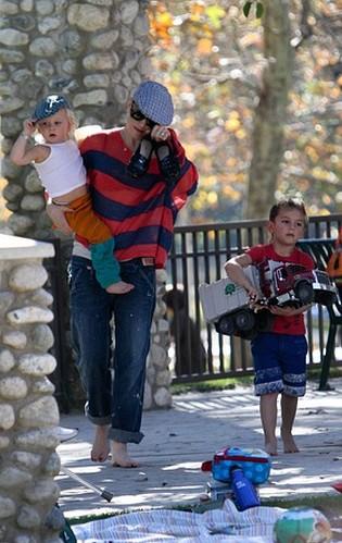 Gwen Stefani z dziećmi na placu zabaw (FOTO)