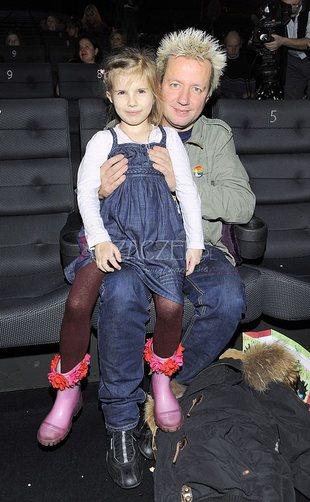Tatusiowe z córeczkami na premierze Królewny Śnieżki (FOTO)