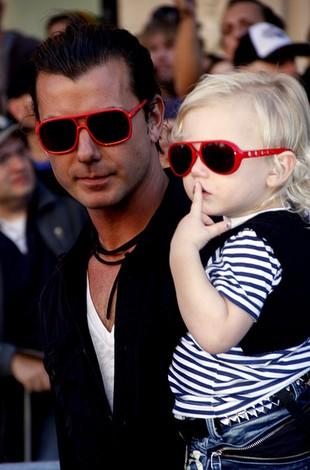 Gavin Rossdale – modny tatuś z uroczymi synkami (FOTO)