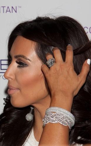 Kim Kardashian musi zapłacić za swój pierścionek zaręczynowy