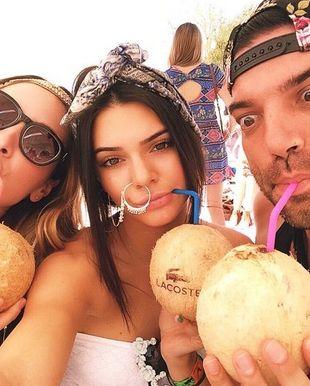 Dlaczego Kendall Jenner tak się oszpeciła?! (FOTO)