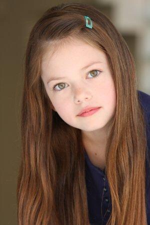 Mackenzie Foy – dziewczynka, która zagra Renesme! (FOTO)