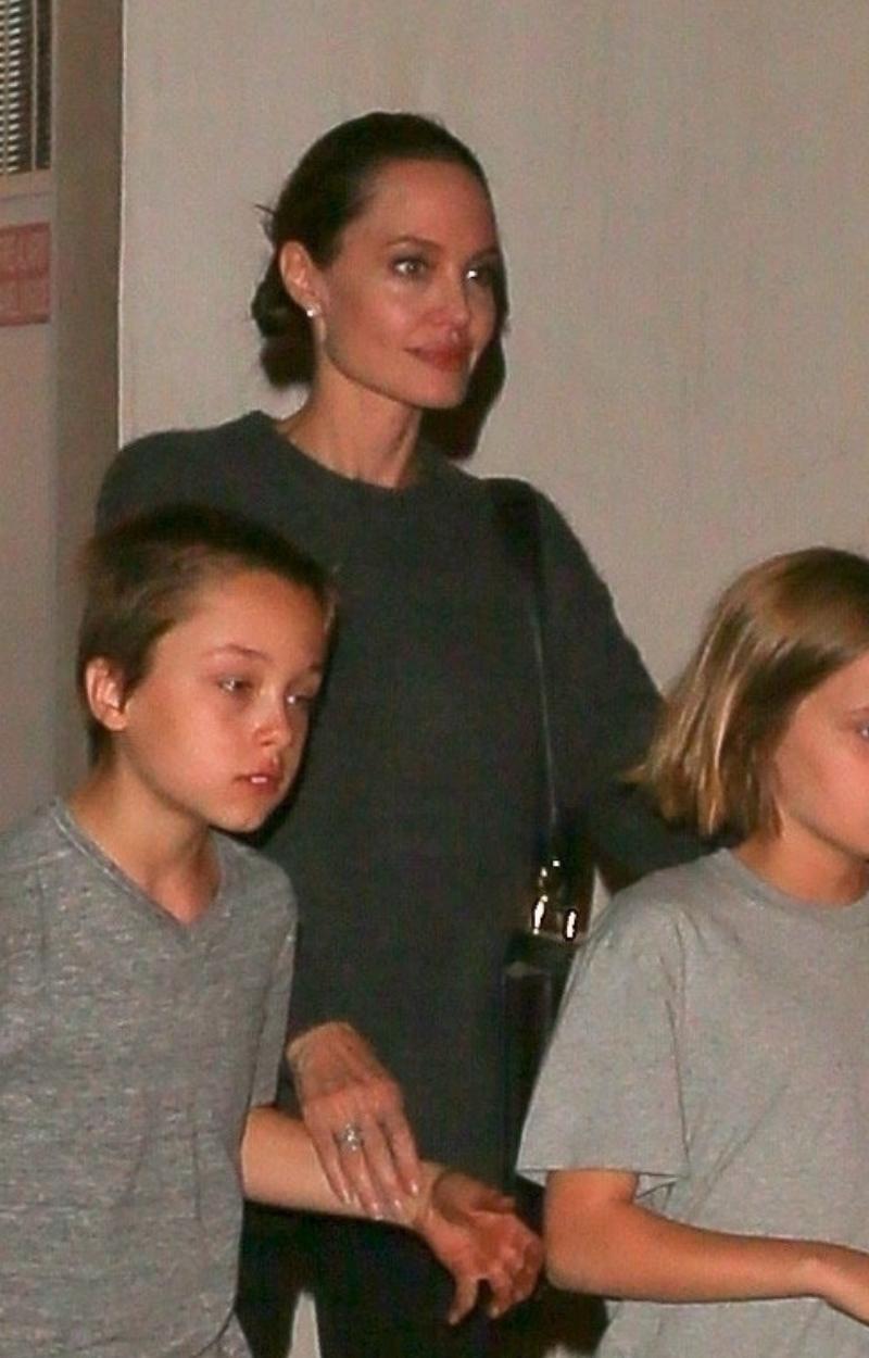Angelina nie potrafiła ukryć przygnębienia. To nie był idealny obiad rodzinny