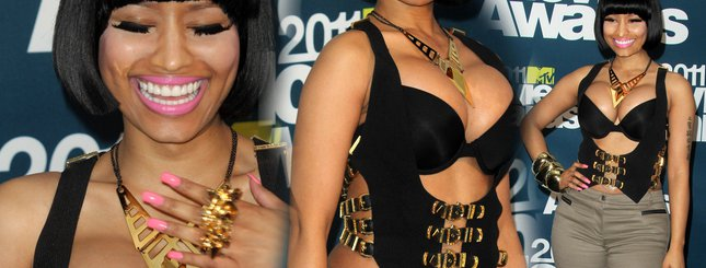 Nicki Minaj teraz wypina piersi (FOTO)