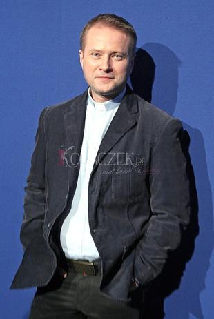 Artur Żmijewski w sutannie (FOTO)