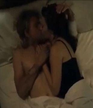 Jaki jest Charlie Hunnam w łóżku? (VIDEO)