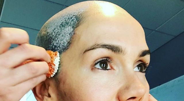 Aktorka chwali się łysiną na Instagramie! Kto to taki?