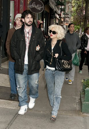 Christina Aguilera z mężem spacerują po Nowym Jorku (FOTO)