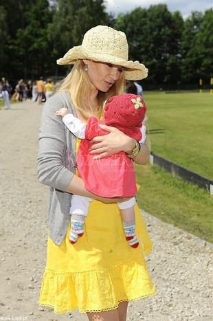 Ewa Pacuła z córeczką i partnerem (FOTO)
