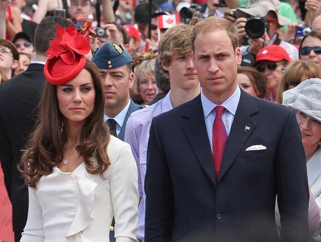 Oszpecili Księcia Williama i Kate Middleton (FOTO)