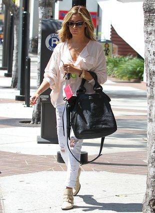 Ashley Tisdale spędza godziny na siłowni