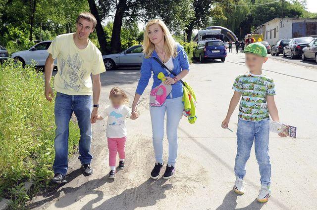Piotr Żyła z żoną Justyna i dziećmi na archiwalnych zdjęciach