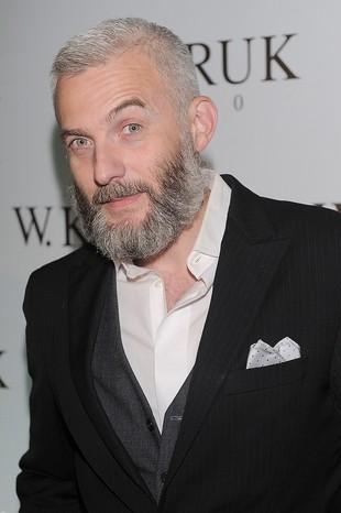 Hubert Urbański chowa się za wielką brodą (FOTO)