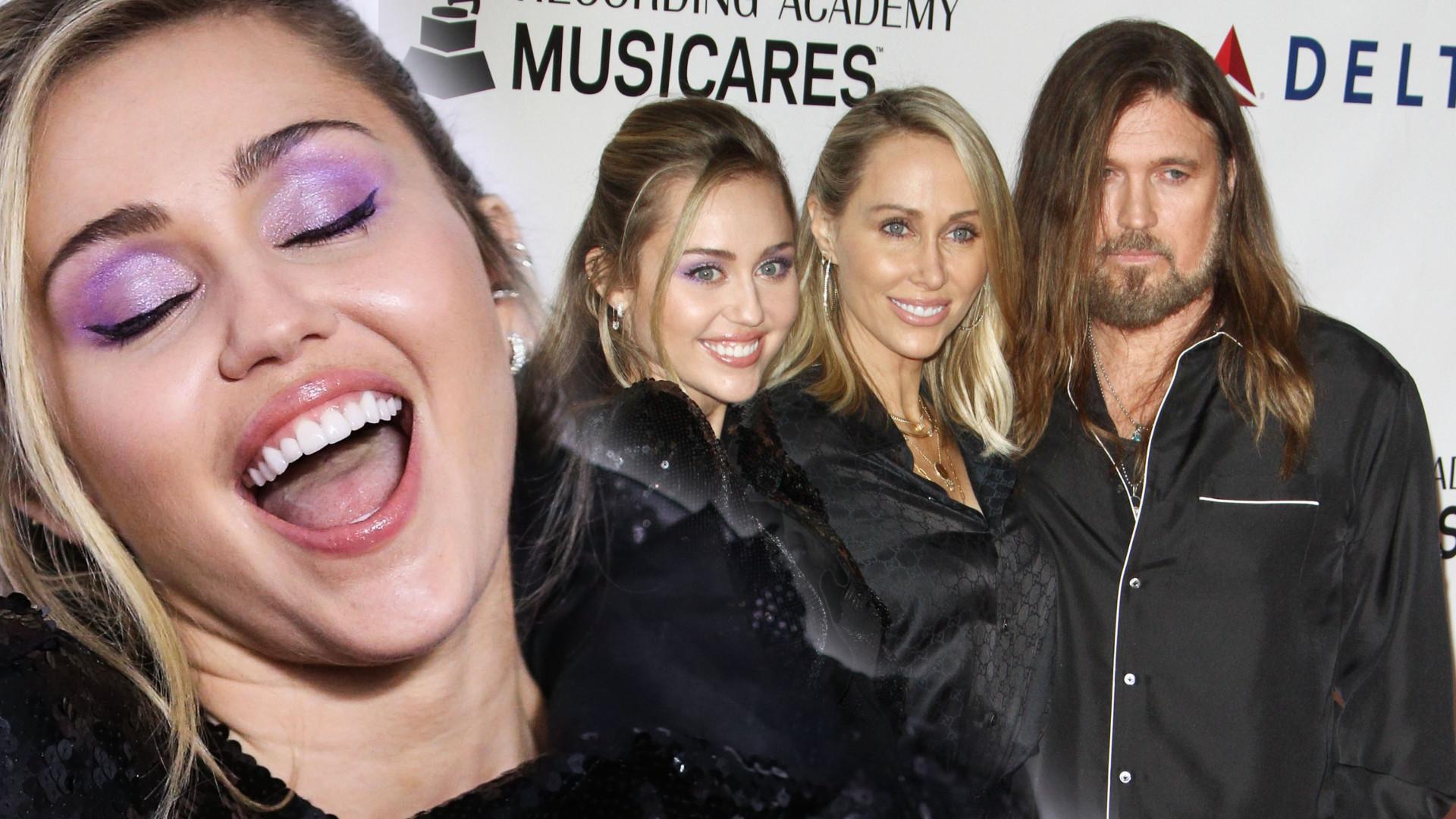 Miley Cyrus z rodzicami na ściance – jej mama wygląda jak jej… siostra?