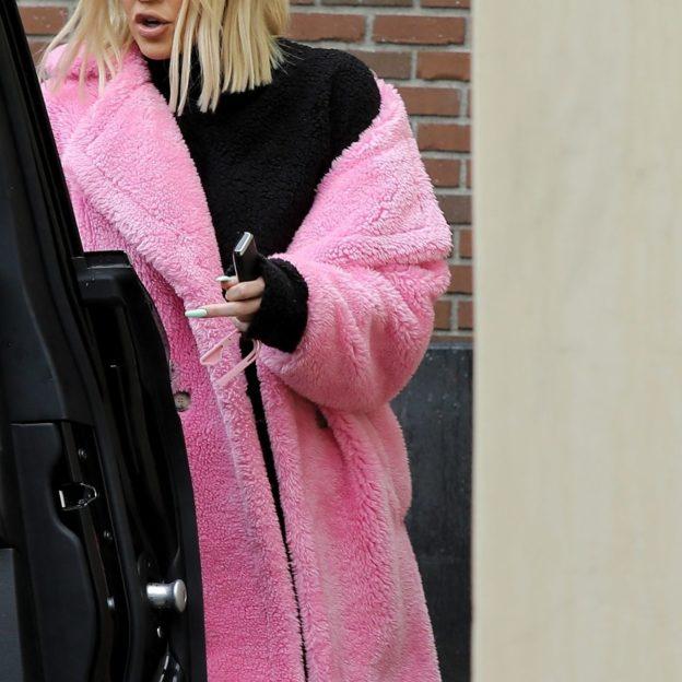 *EXCLUSIVE* Khloe Kardashian pretty in pink at the beauty salon Khloe Kardashian