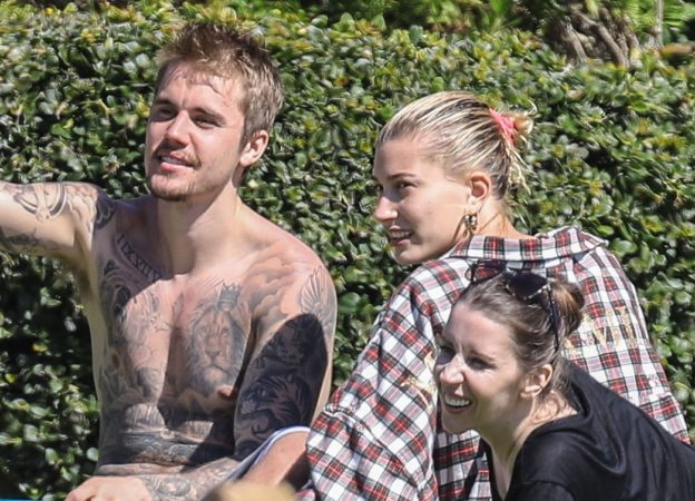 PREMIUM EXCLUSIVE Justin Bieber And Hailey Baldwin Bond With Justin's Mom Pattie Mallette After Hitting The Beach