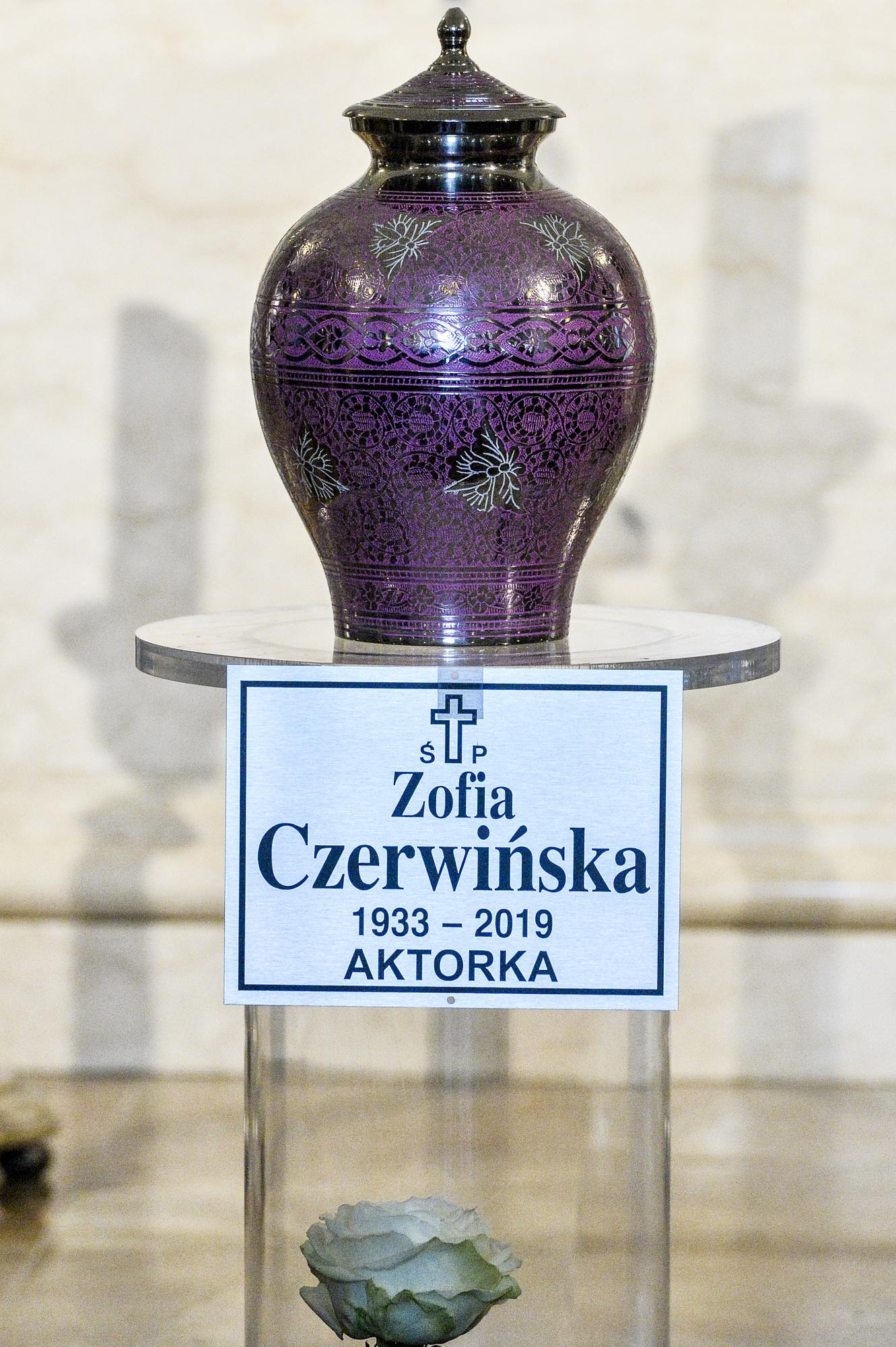 Tłumy gwiazd na pogrzebie legendarnej aktorki – Zofii Czerwińskiej