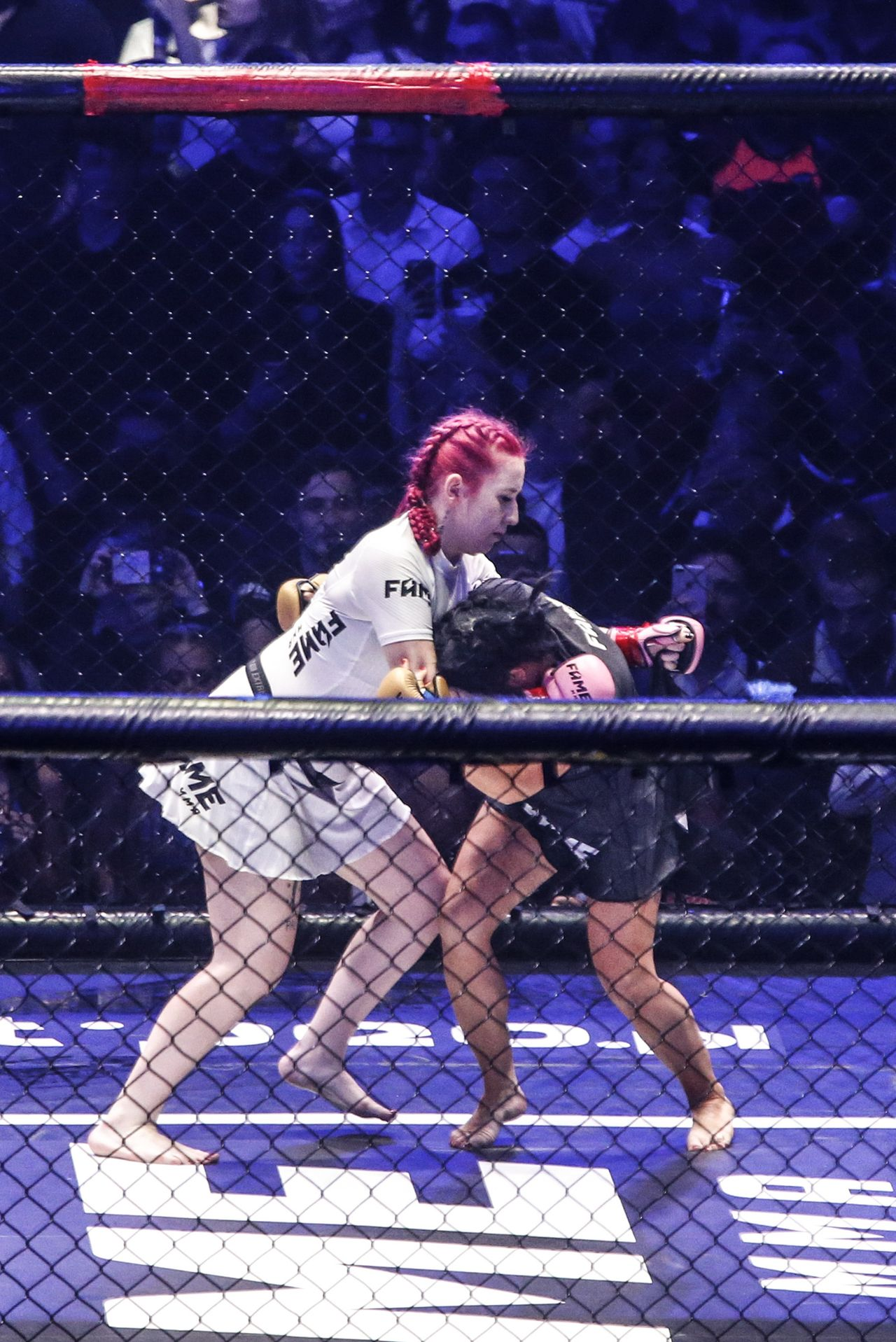 Esmeralda Godlewska i Marta Linkiewicz w ringu FAME MMA 3