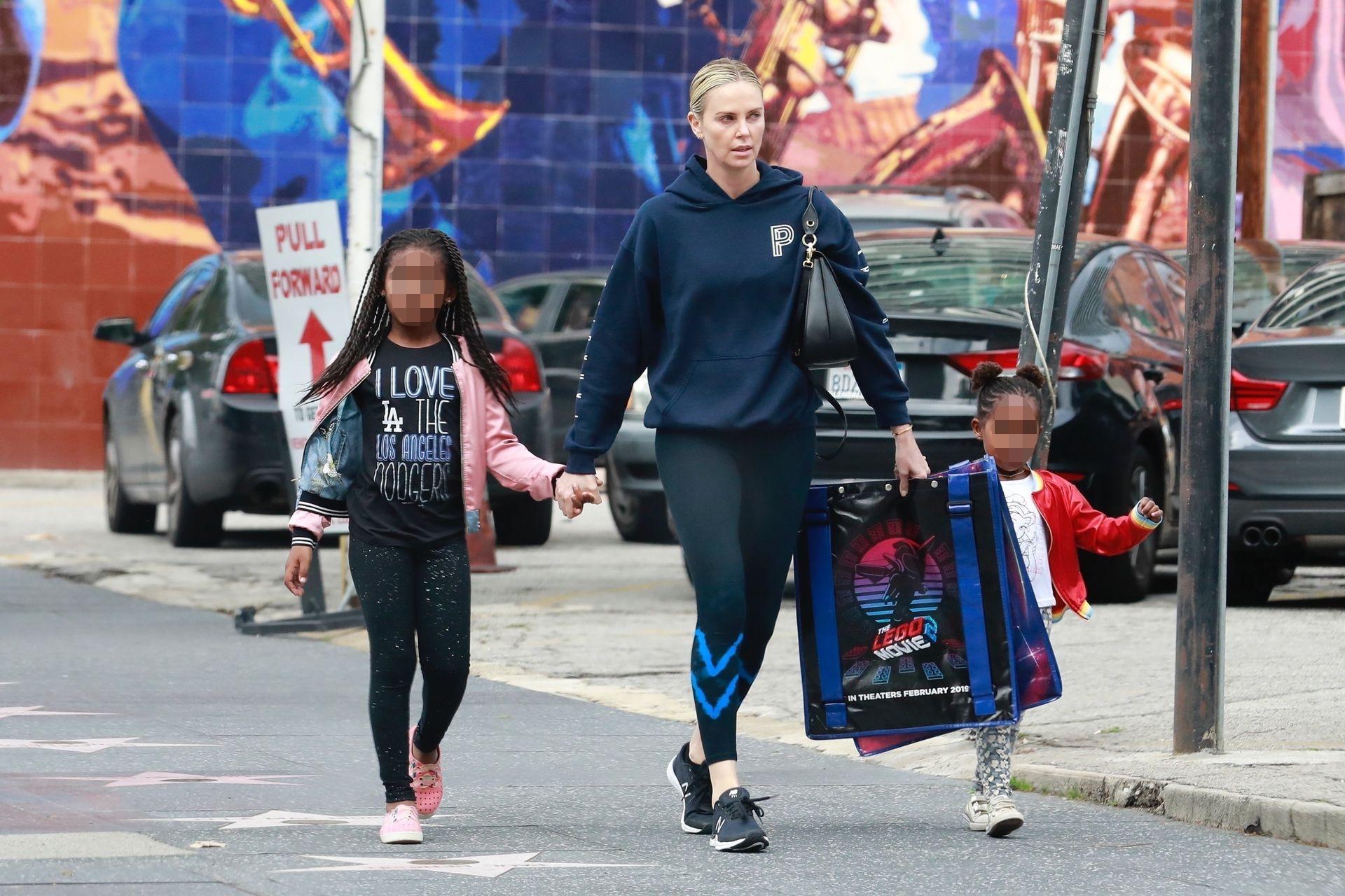 Charlize Theron z dziećmi - Jacksonem i August