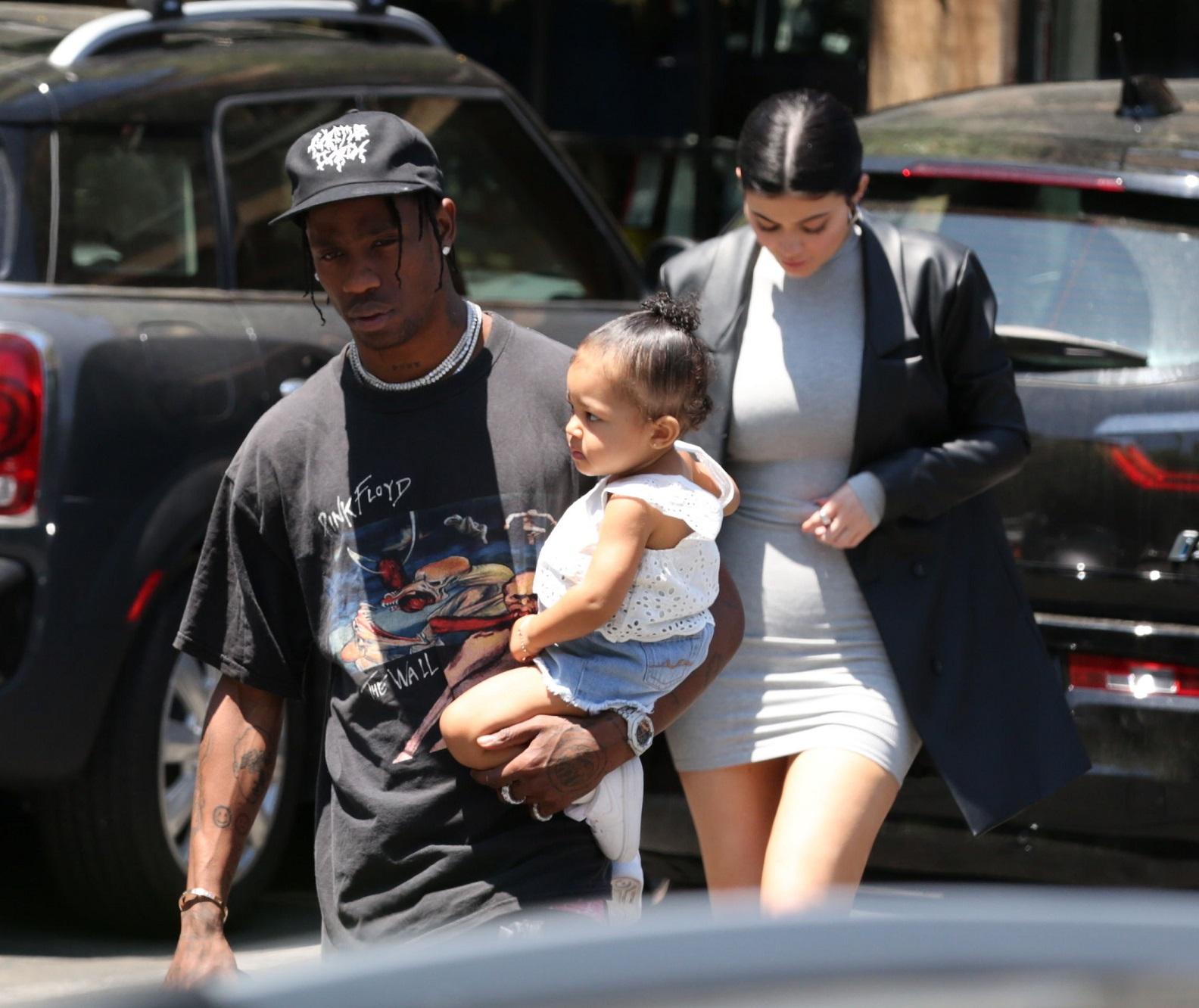 Kylie Jenner widać wystający brzuszek. CIĄŻA?