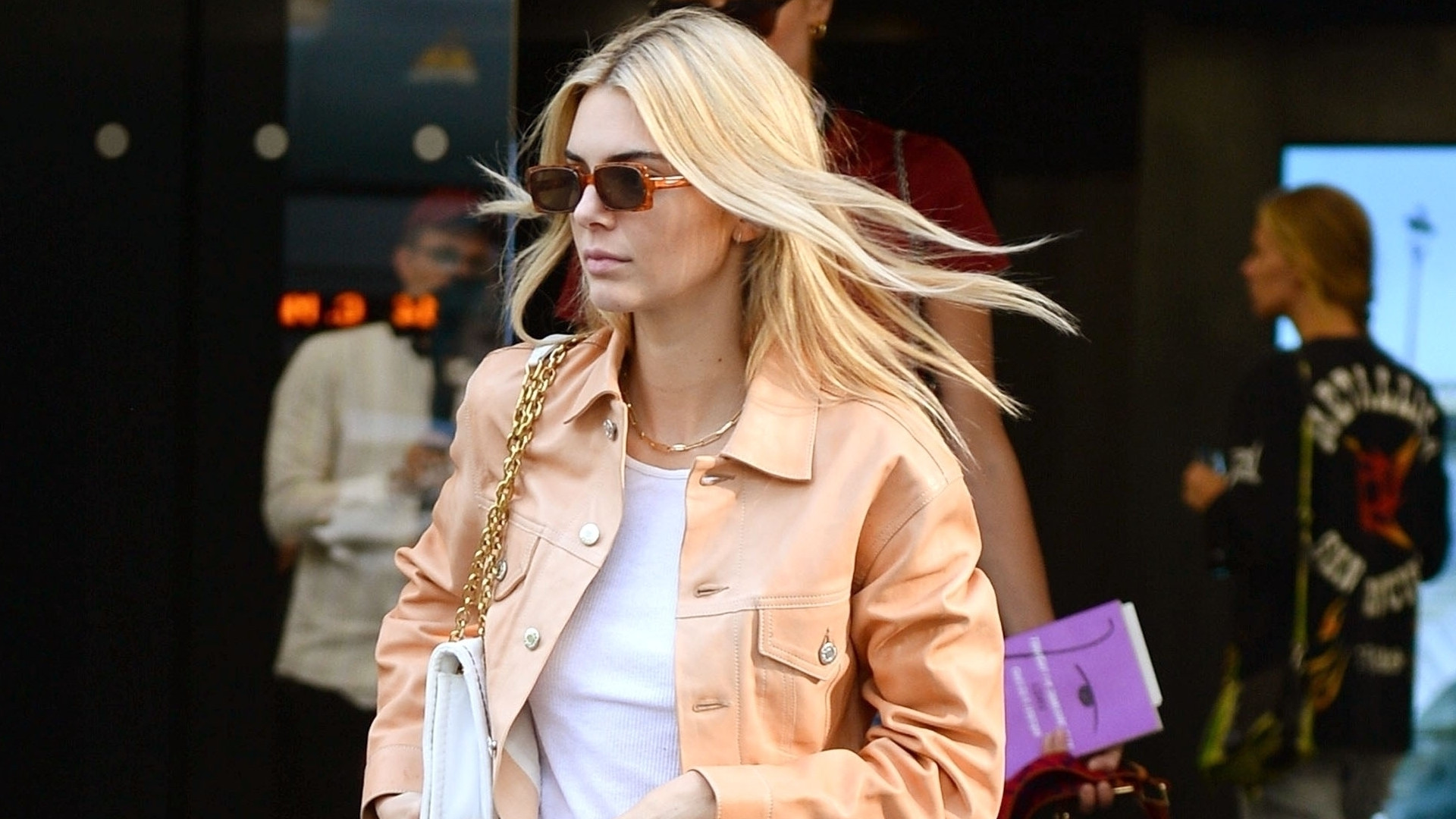 Prosta stylówka Kendall Jenner – idealny look na miasto (ZDJĘCIA)