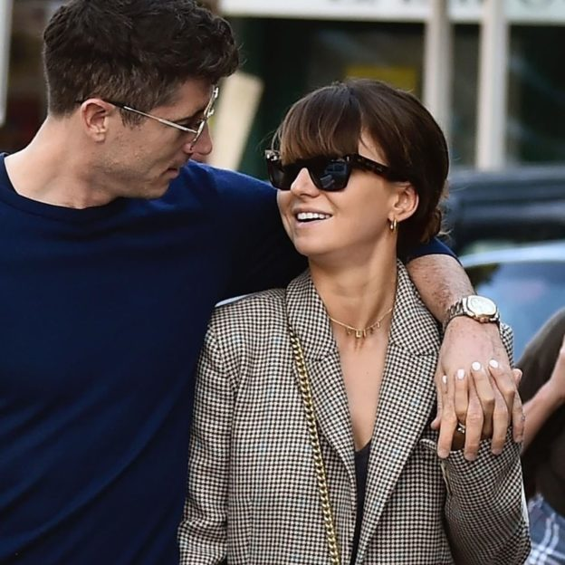 *EXCLUSIVE* Bayern Munich Footballer Robert Lewandowski and his wife Anna show some affection out on holiday in Portofino