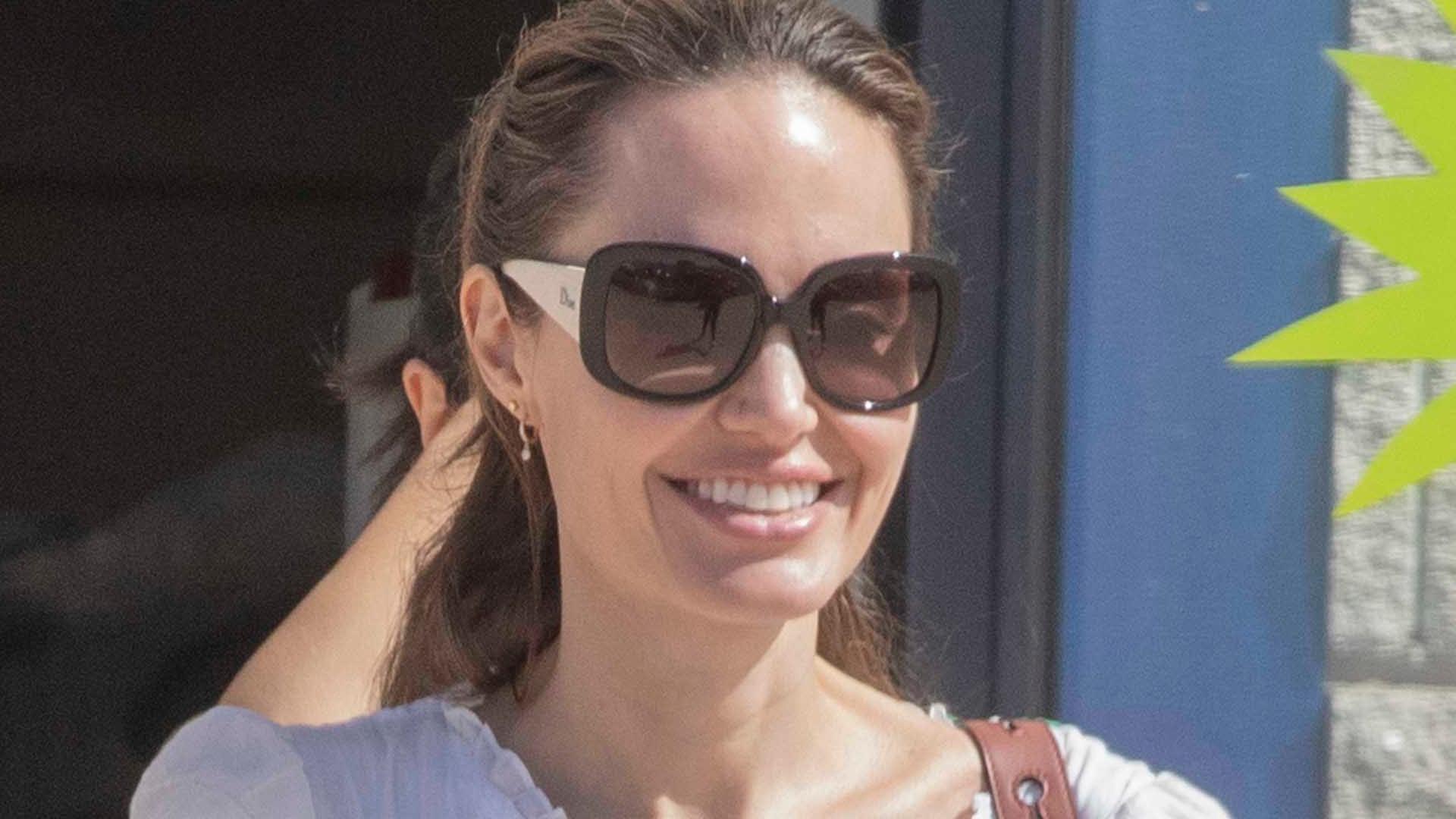 Angelina Jolie na wakacjach w Hiszpanii. Ta sukienka odjęła jej lat (ZDJĘCIA)