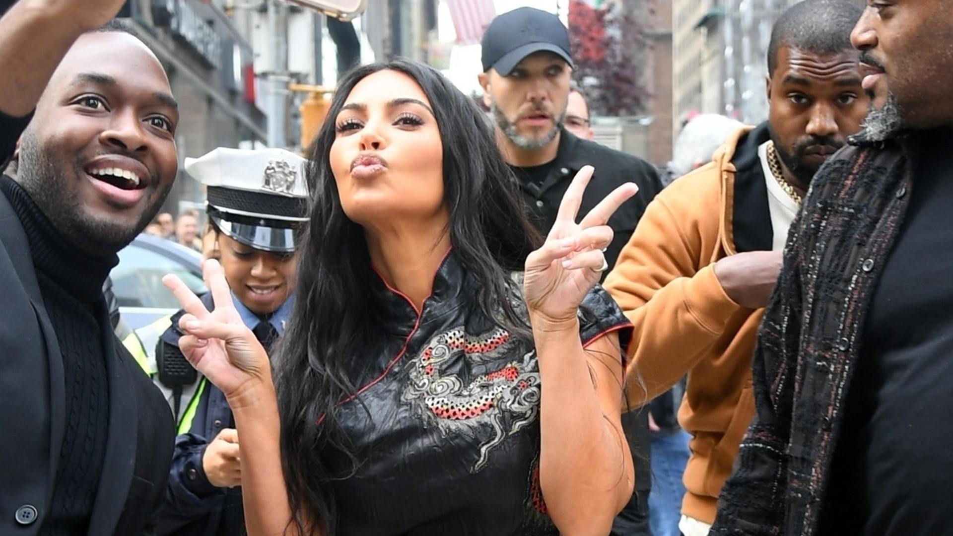 Kim Kardashian zabrała Kanye Westa na zakupy: w TYCH SPODNIACH ledwie chodziła (ZDJĘCIA)