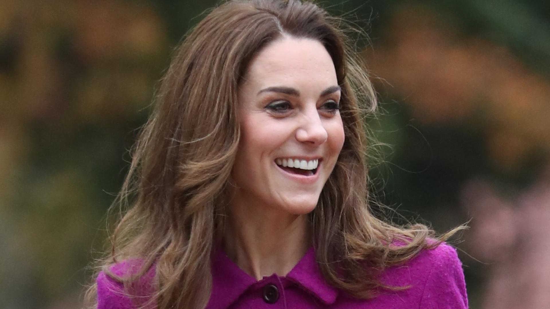 Księżna Kate w starej fioletowej sukience. Internauci: ZMIEŃ STYLISTĘ!