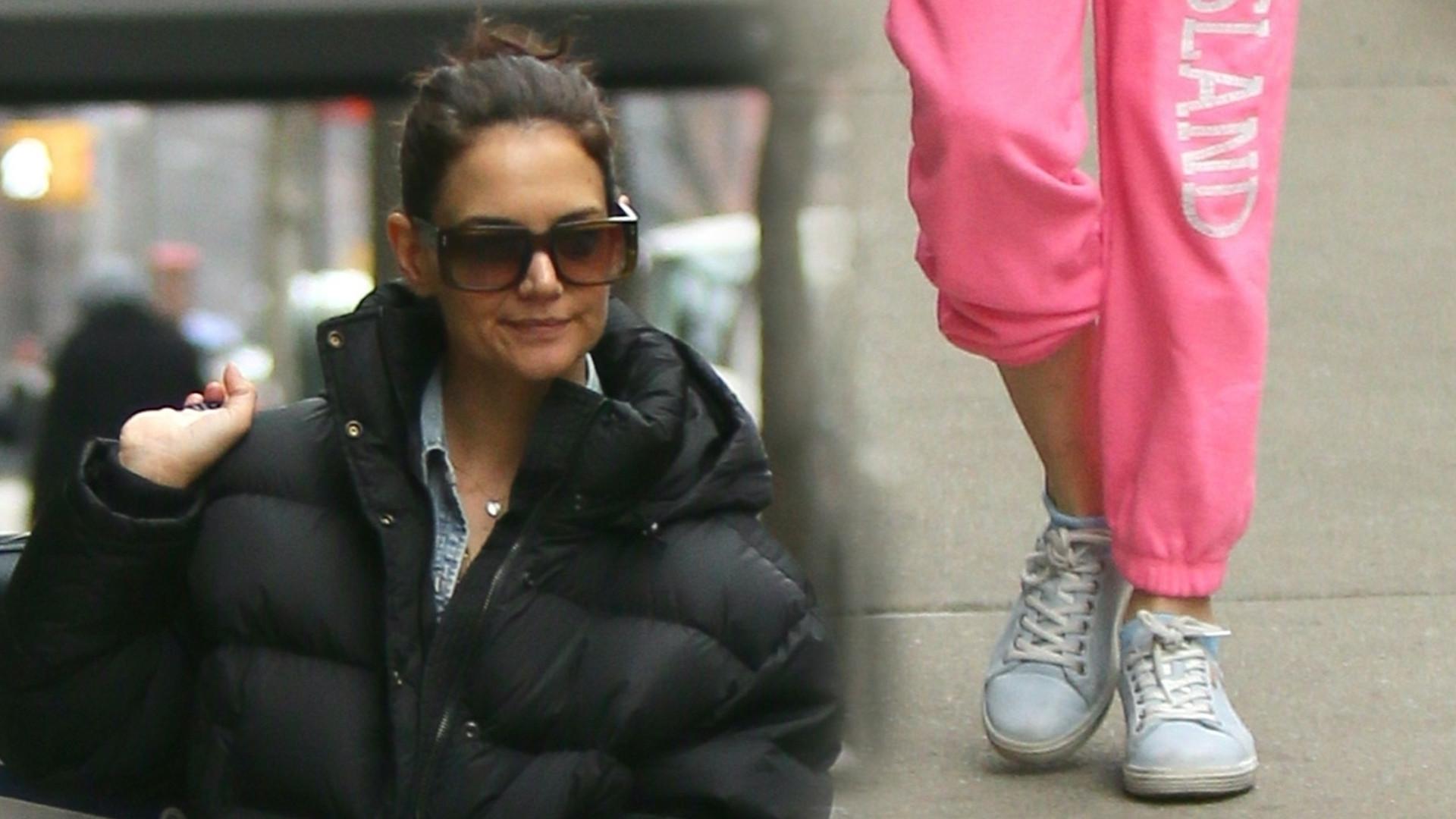 Katie Holmes z córką w Nowym Jorku. Suri jest BARDZO podobna do ojca (ZDJĘCIA)