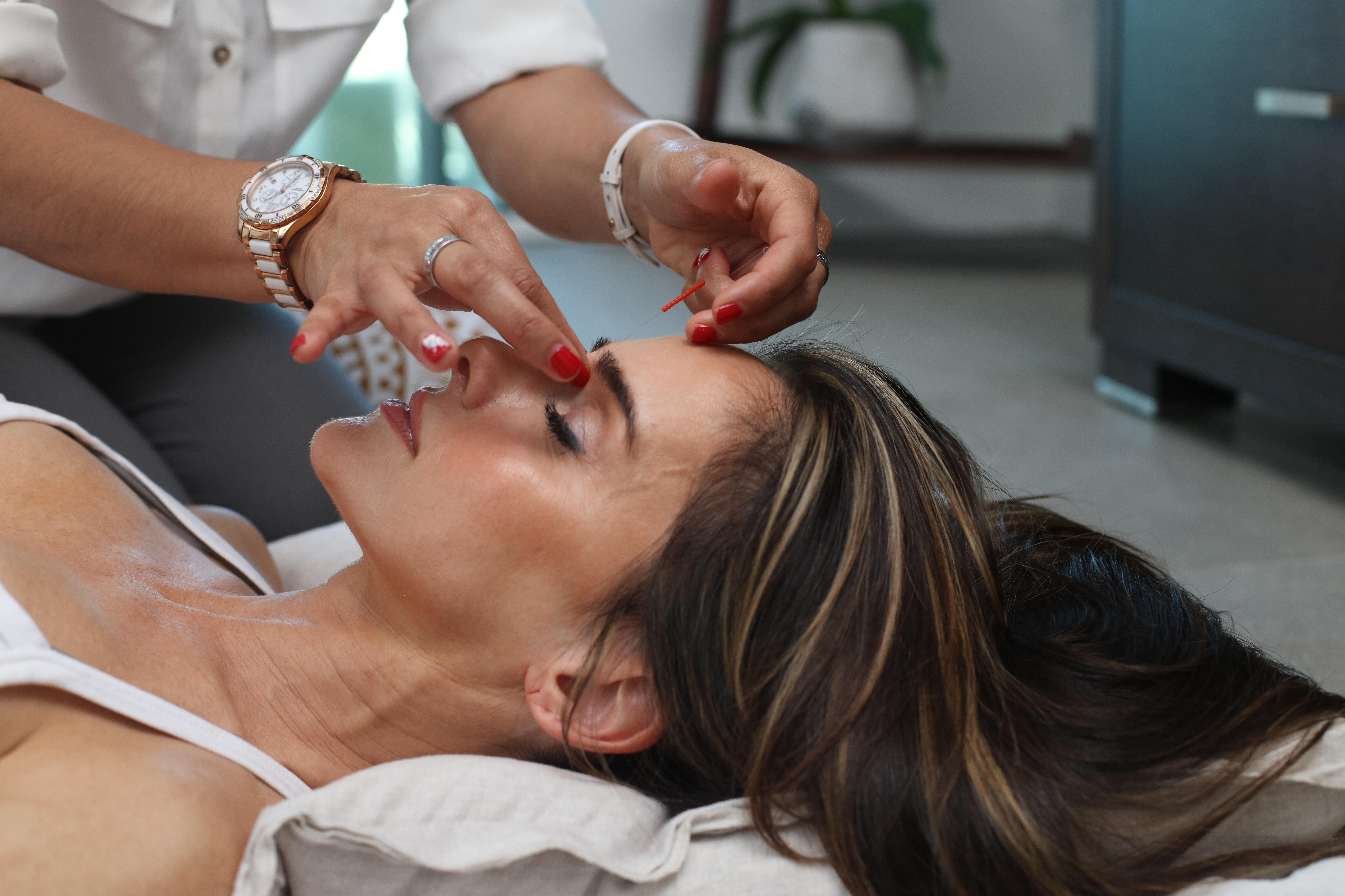Jaki wpływ na codzienny makijaż może mieć masaż twarzy? Faktycznie pomocny?