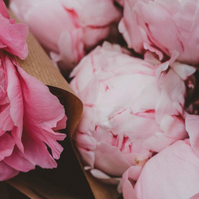Domowy róż do policzków zamiast drogeryjnych kosmetyków. Idealne dopasowanie gwarantowane